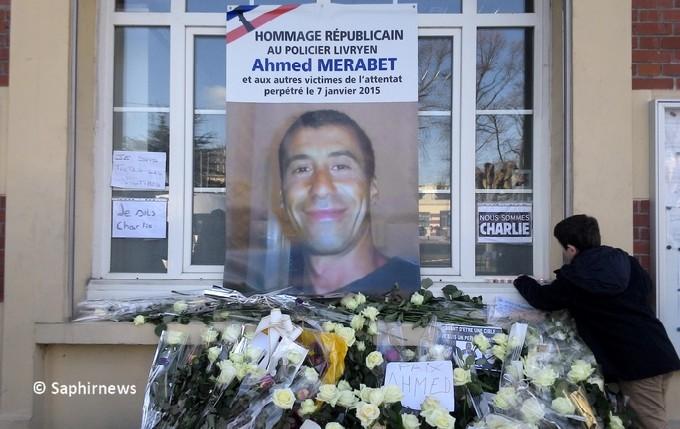 Ahmed Merabet, mort le 7 janvier après l'attaque de Charlie Hebdo, avait 42 ans. Un hommage a été rendu à Livry-Gargan, en Seine-Saint-Denis, ville dont il était originaire.