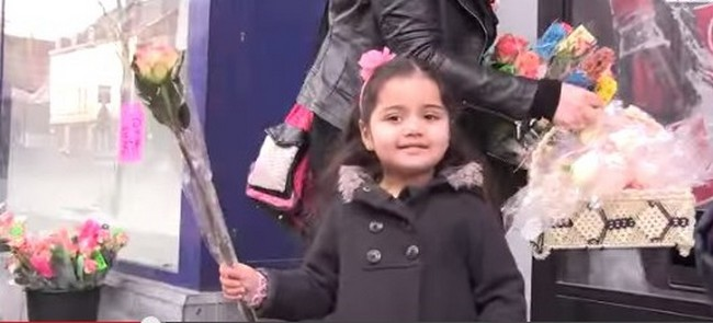 Après l'attentat contre Charlie Hebdo, des musulmans ont organisé une opération de distribution de roses le 31 janvier à Verviers, en Belgique. Le même jour, une action similaire s'est déroulée à Grenoble.