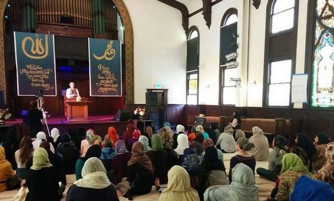 Une mosquée uniquement réservée aux femmes fait sensation à Los Angeles. La Women's Mosque of America a organisé sa première prière du vendredi le 30 janvier (photo).
