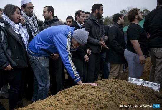 Les trois étudiants musulmans abattus ont été enterrés jeudi 12 février. © 2015 AFP