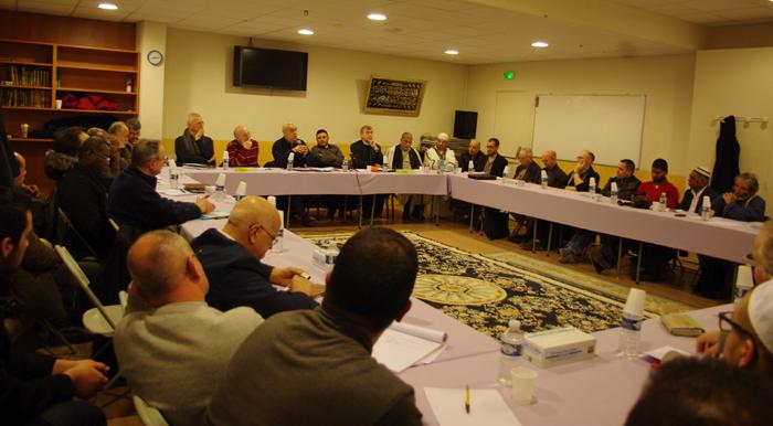 Représentant 16 communes du département de Seine-Saint-Denis, une cinquantaine de responsables religieux musulmans et catholiques se sont réunis à la mosquée du Bourget, jeudi 5 mars, afin d'échanger les bonnes pratiques et élaborer des projets s'inscrivant dans l'interreligieux.