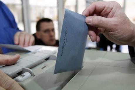 Une défaite cuisante du PS face à la vague bleue UMP-FN