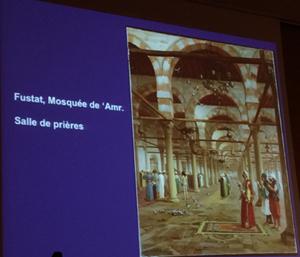 La Bibliothèque nationale de France possède un plus grand nombre de Coran abbassides (250) que de copies carolingiennes de la Bible ou du nouveau Testament (70). La quasi-totalité des manuscrits coraniques de la BNF provient de la mosquée Amr, à Fustat.