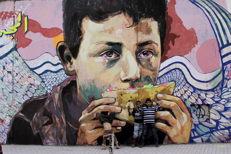 Plus de 250 œuvres sont présentées dans l'exposition « Hip-hop, du Bronx aux rues arabes », de l'IMA. Ici, « Le fils du peuple » d'Ammar Abo Bakr, graffeur égyptien (© Abdo El Amir / 2013)