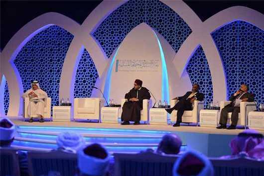 Le Cheikh Abdullah Bin Bayyah lors d'une conférence tenue à Paris en 2009.