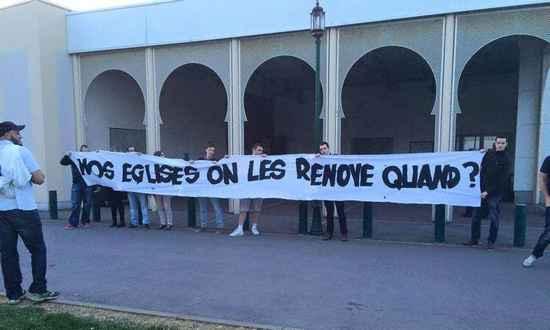 Des militants de Génération identitaire ont occupé le parvis de la mosquée de Woippy, en Moselle, le 24 avril 2015.