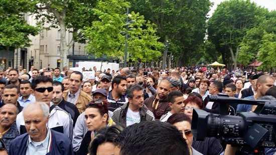 Un millier de personnes ont manifesté  contre Robert Ménard le 8 mai à Béziers.