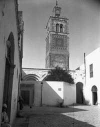 Abdelhak El Ouertani (attribuée à), Minaret de la mosquée El Ksar sur la place du Général (mosquée du VIIIème,  minaret du XVIIème), 1895-1896. © Fonds Beit el Bennani