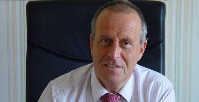Robert Chardon, maire UMP de Venelles (Bouches-du-Rhône), appelle à l'interdiction de l'islam en France.