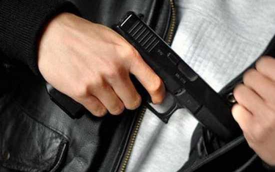 Un homme armé attaque une mosquée, Cazeneuve condamne