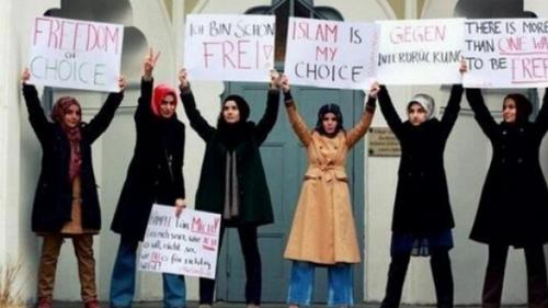 Islamophobie : des militantes de Osez le féminisme ! se rebiffent