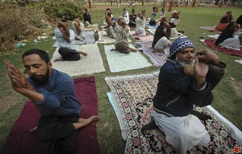 En Inde, des leaders musulmans en campagne contre le yoga