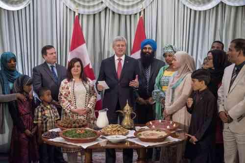 Stephen Harper est le premier Premier ministre canadien à accueillir un iftar dans sa résidence officielle lors du Ramadan 1436/2015. © The Canadian Press