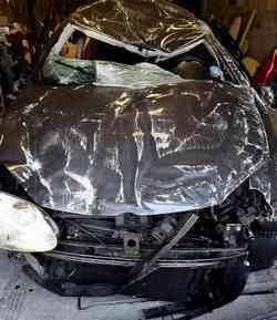 La voiture des victimes de l'accident sur la route de la mosquée de Colomiers, à Toulouse.