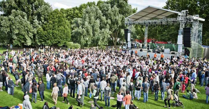L'Espagne, l'Algérie et l'Inde ponctuent les trois week-ends de juillet au parc de la Villette, avec des concerts gratuits, des ateliers de cuisine et d'arts plastiques et des activités et contes pour enfants. De quoi emplir les Scènes d'été, ravir les papilles et s'amuser en famille. (Photo : © William Beaucardet)