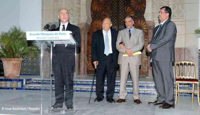 Bernard Cazeneuve à l'iftar organisé à la Grande Mosquée de Paris mercredi 1er juillet en présence de Dalil Boubakeur et d'Anouar Kbibech du CFCM. © Omar Boulkroum / Photofen