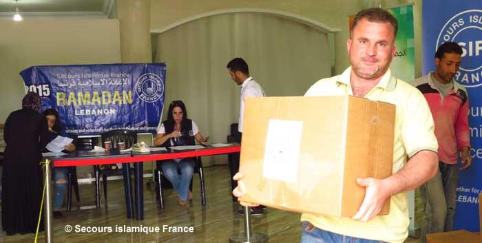Le mois de Ramadan a toujours été synonyme de générosité. Ici, une distribution de colis alimentaires au Liban réalisée par le Secours islamique France. Chaque colis pèse 25 kg et permet à une famille d'au moins 5 personnes de rompre le jeûne dignement pendant 15 jours. (Photo : © SIF)