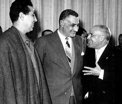 Bizerte, 15 décembre 1963 : célébration de la victoire, avec Ahmed Ben Bella, Gamal Abdel Nasser et Habib Bourguiba.