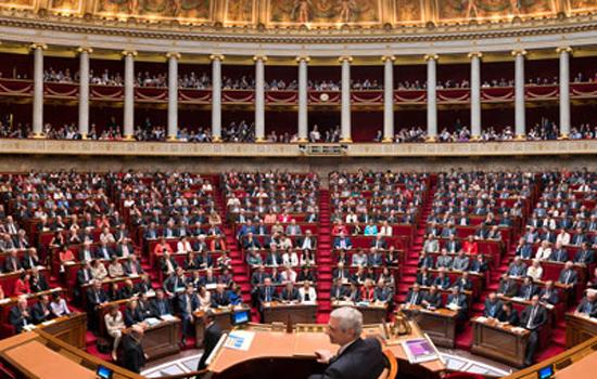 Immigration : les droits des étrangers en débat au Parlement