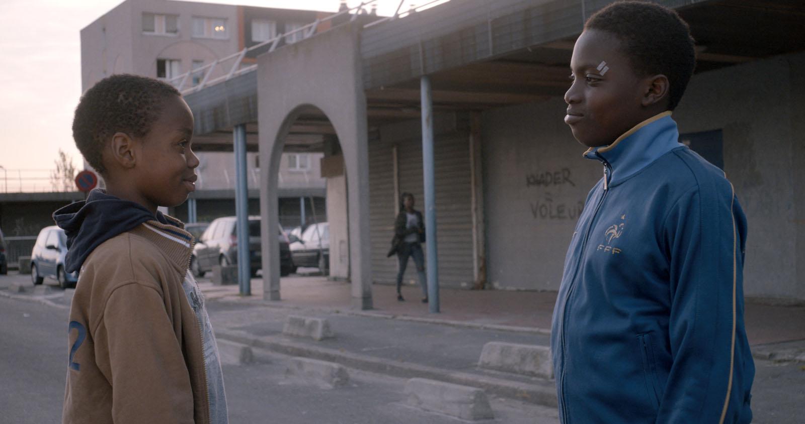 Ali Bidanessy et Balamine Guirassy, interprêtes du film La Vie en grand. © Gaumont Distribution