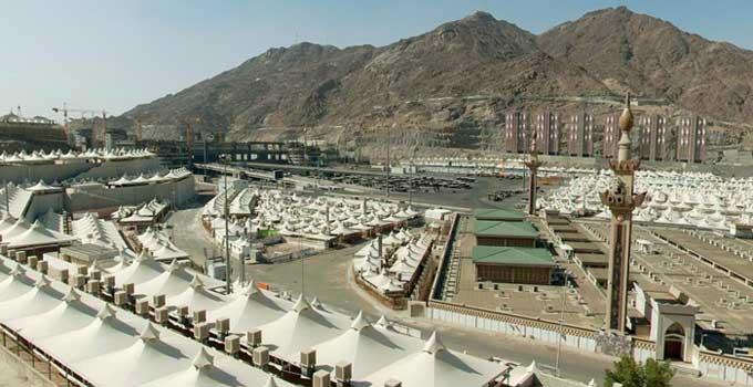 Minâ est une des étapes du grand pèlerinage (hajj). Depuis novembre 2010, Mina est desservi par le métro de La Mecque. Cette photo est tirée du site www.3dmekanlar.com qui permet à l'internaute de survoler en 3D le sanctuaire de La Mecque, la mosquée du Prophète à Médine, Muzdalifah ou encore le mont Arafat.