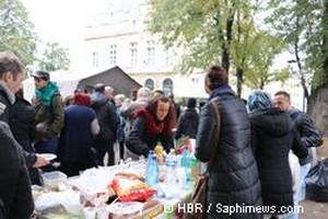 Un déjeuner organisé dans le parc Jean Moulin le 17 octobre par Aclefeu en présence de citoyens solidaires.