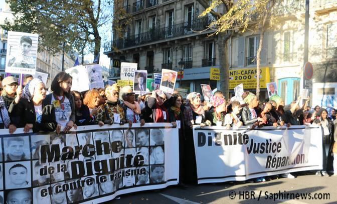 En tête de la Marche de la Dignité, un collectif de femmes appelé MAFED qui a pour principales revendications le refus des crimes policiers et du racisme d'Etat.
