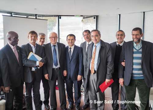 Nicolas Hulot, en présence de François Clavairoly, président de la CRCF, et des membres du CFCM, lors de la présentation à la presse de la Déclaration islamique sur le changement climatique, le 28 octobre 2015.