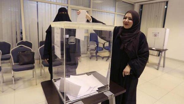 arabie saoudite 17 femmes lues lors d 39 lections historiques. Black Bedroom Furniture Sets. Home Design Ideas