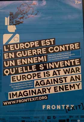 """Affiche de la campagne """"Frontexit"""" émanant d'associations qui militent pour une mobilité internationale et le respect des règles de protection internationale des personnes."""