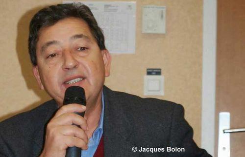 Khaled Bentounes est fondateur et président de l'Association internationale soufie Alawiyya (AISA) et fondateur et président d'honneur des Scouts musulmans de France (SMF).