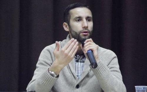 Sofiane Meziani est enseignant d'éthique et écrivain.