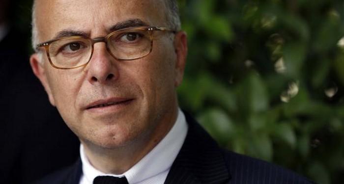 Assignation à résidence : cinq plaintes contre Bernard Cazeneuve