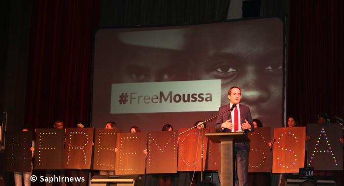 Le maire de Montreuil Patrice Bessac lors de la soirée de mobilisation en faveur de Moussa vendredi 4 mars.