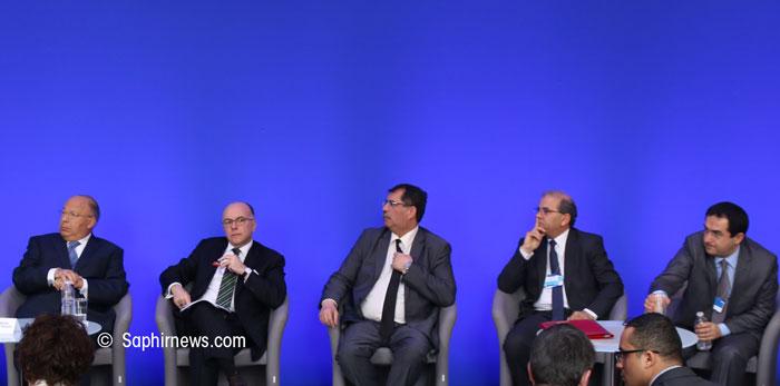 L'instance de dialogue avec l'islam de France a réuni quelque 150 personnalités musulmanes dont les membres du CFCM ici à l'image aux côtés du ministre de l'Intérieur Bernard Cazeneuve. Des anciens présidents du CFCM (Dalil Boubakeur et Mohammed Moussaoui) avec l'actuel président Anouar Kbibech (centre) et celui qui devrait le succéder, Ahmet Ogras (à dr.).