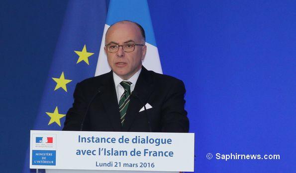 Le ministre de l'Intérieur Bernard Cazeneuve pour clôturer l'instance de dialogue.