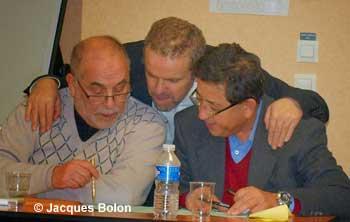Azzedine Gaci, lors du 3e forum islamo-chrétien en 2013, en séance de travail avec Kamel Kabtane, recteur de la Grande Mosquée de Lyon, et Khaled Bentounes, guide spirituel de la confrérie Alawiya.