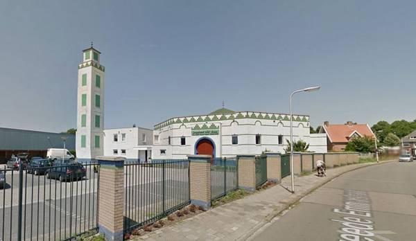 La mosquée d'Enschede a été victime d'une attaque au cocktail Molotov le 27 février 2016.