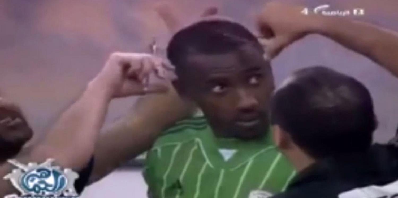 En Arabie Saoudite, un arbitre coupe les cheveux d'un joueur car « anti-islamiques » (vidéo)