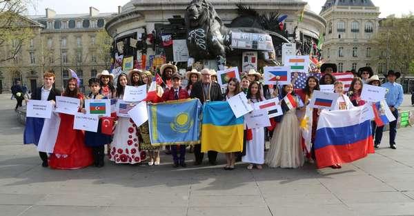 A Paris, 80 jeunes artistes du monde entier réunis en chanson pour la paix