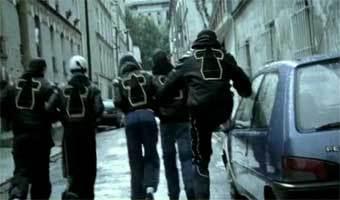 Le clip du groupe Justice sur la sellette