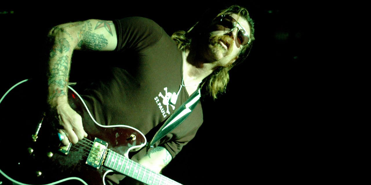 Attentats de Paris : le délire du leader des Eagles of Death Metal sur les musulmans