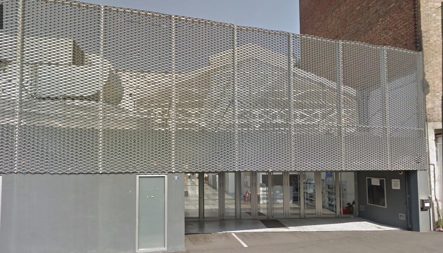 La Grande Mosquée de Clichy située au 15 rue d'Estienne d'Orves pourrait devenir une médiathèque selon le souhait du maire Rémi Muzeau.