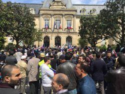Manifestation de l'UAMC devant la mairie de Clichy le 20 mai 2016.