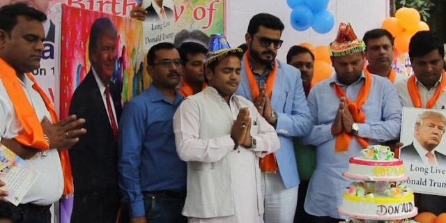 Des hindous islamophobes célèbrent l'anniversaire de Donald Trump (vidéo)