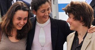 Mélanie Delloye, Ingrid Betancourt, sa mère, et Lorenzo Delloye