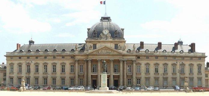 Paris: habillé en djellaba, il provoque la panique aux Invalides