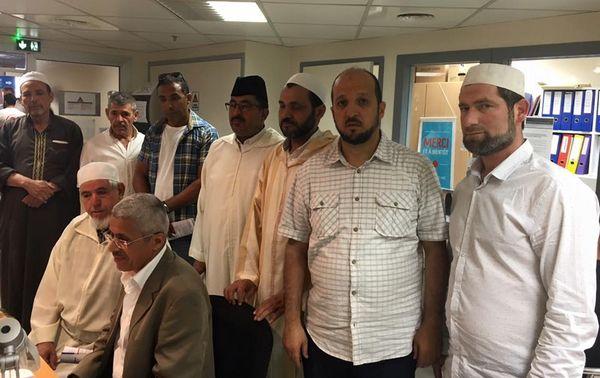 Des imams à l'EFS pour faire don du sang aux lendemains de l'attaque de Nice.