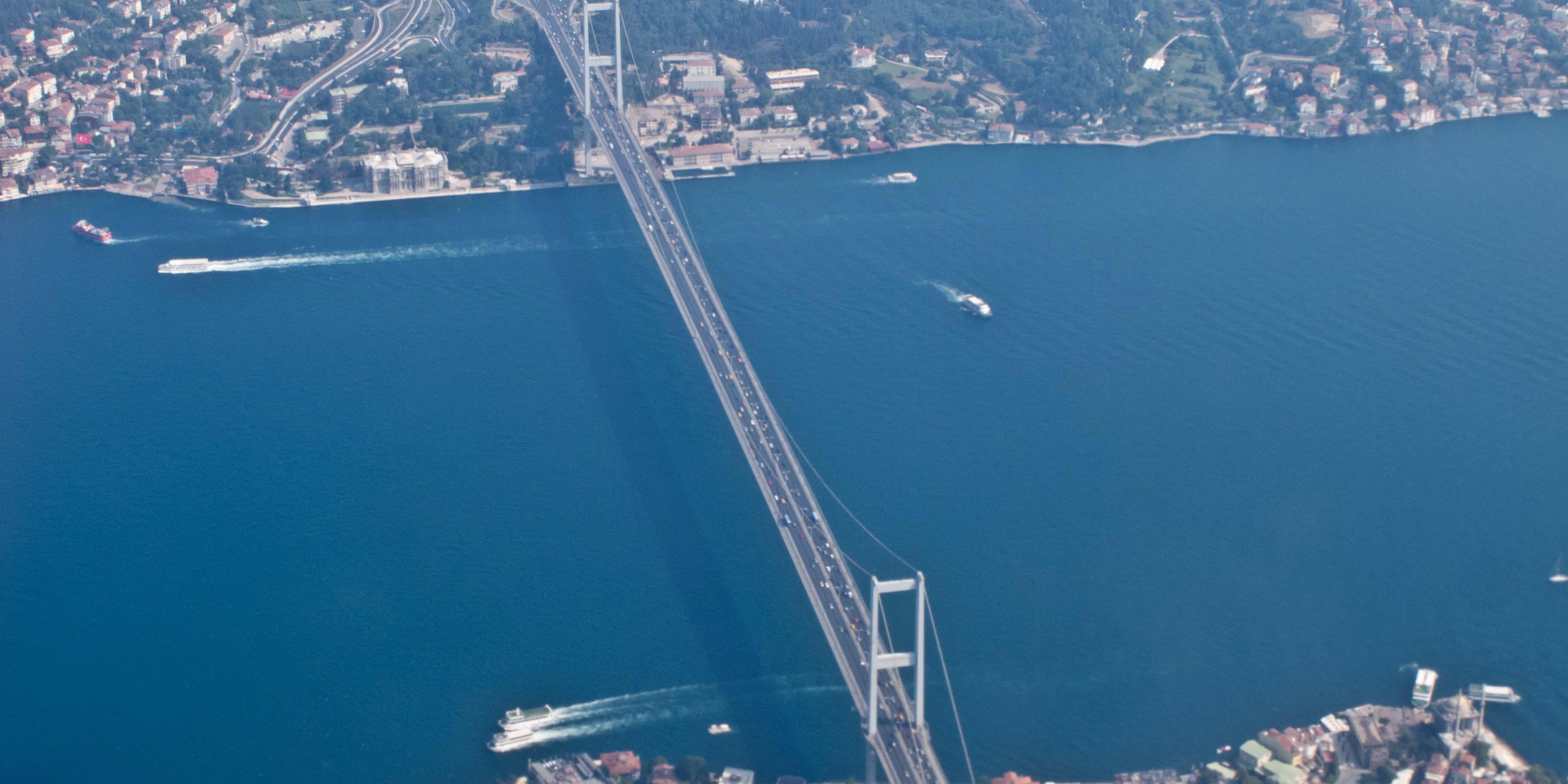 Turquie : le pont du Bosphore rebaptisé « Pont des martyrs » du putsch raté