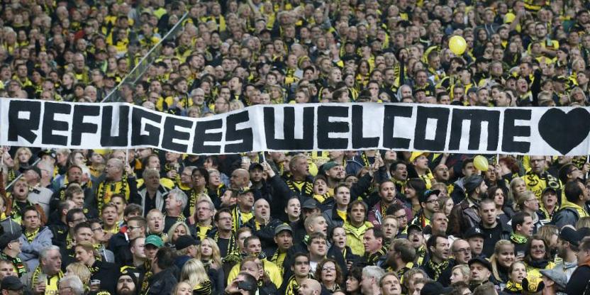 Les supporters du Borussia Dortmund adressant un message de bienvenue aux réfugiés.